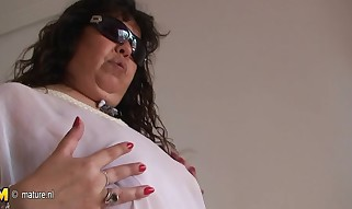 Mature Plumper Tere enjoys demonstrating you her stuff