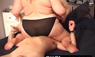 Love As 2 Large UK Damsels Determines To Own A Fortunate Boy By Sitting On His Face