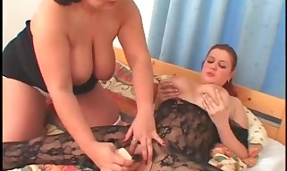 Plumper Lesbo In Tights Gets Peachy Honeypot Dildoed