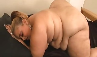Big chunker toying her vagina